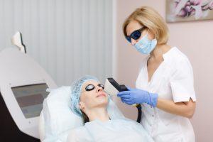 процедура удаления сосудистых звездочек на лице при помощи лазера