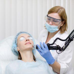 процедура удаления постакне лазером в клинике
